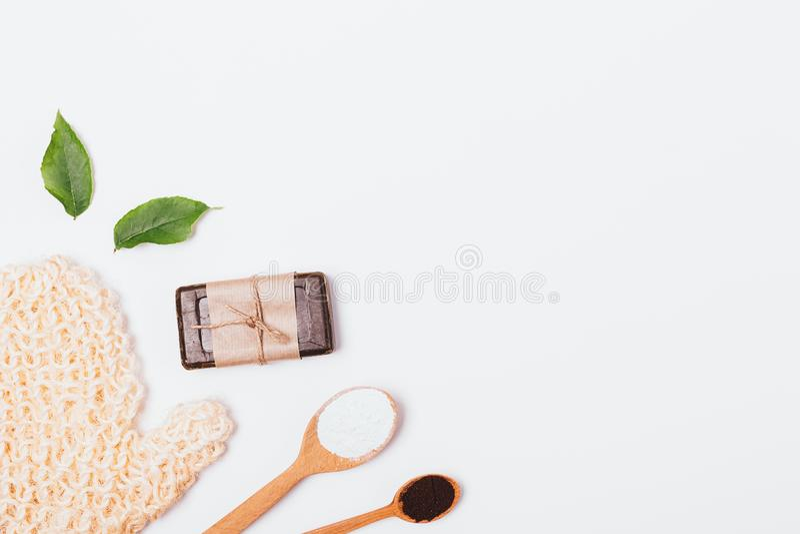 Fond étendu plat de peau de nettoyage et d'exfoliation photos stock