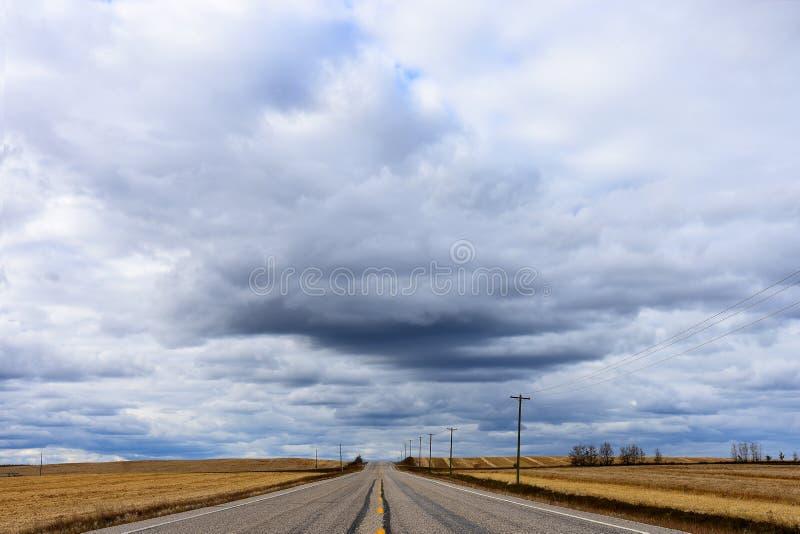 Fond abandonné de route image stock