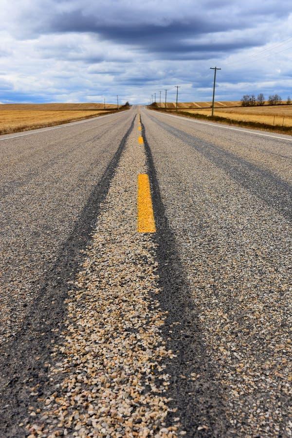 Fond abandonné de route images stock
