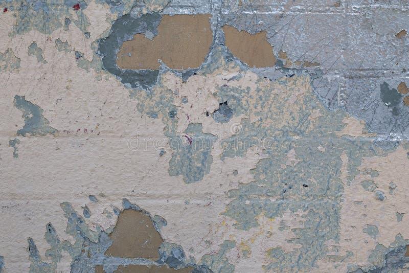 Fond abstrait clair de mur de briques avec des taches et de couches de vieille peinture photos libres de droits