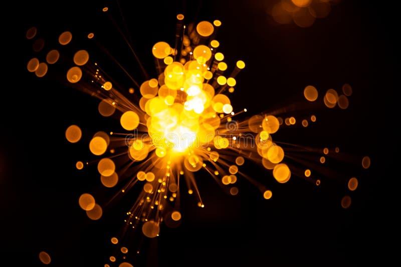 Fond abstrait clair optique de bokeh de fibre avec la couleur chaude Hors focale photo stock