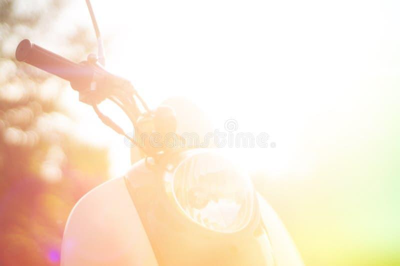 Fond abstrait coloré de vintage avec le scooter photos libres de droits