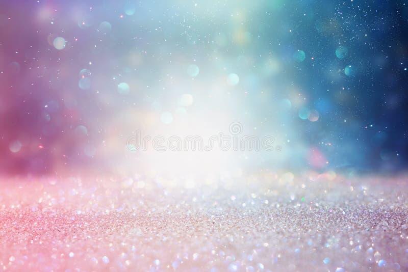 Fond abstrait d'argent, pourpre, de bleu et d'or de scintillement de lumières De-focalis? photographie stock libre de droits