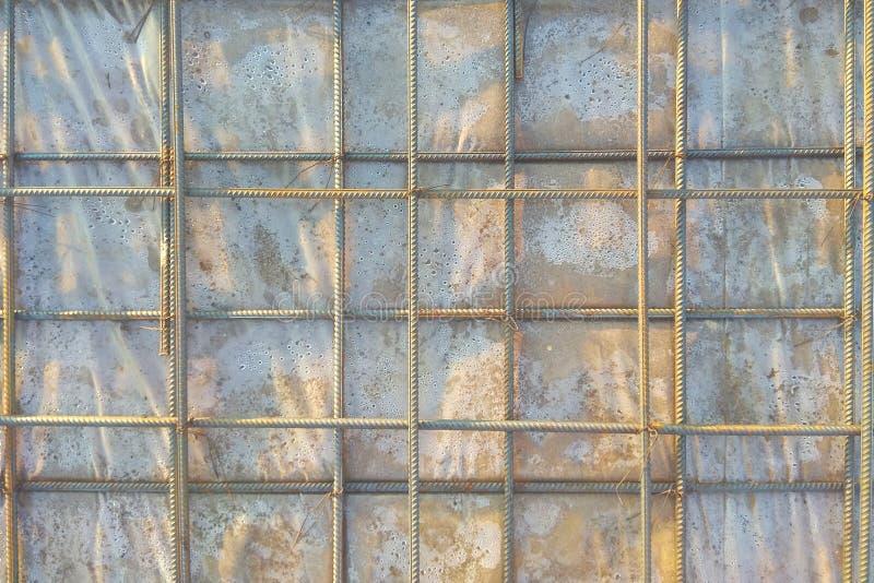 Fond abstrait d'armature de fer prêt pour l'armature concreting en métal en plan rapproché armées de structures photo libre de droits