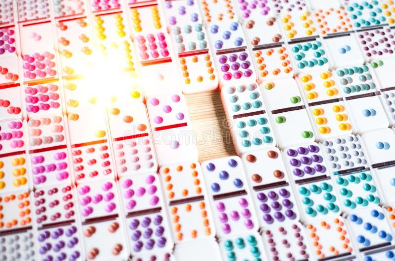 Fond abstrait de concept de l'espace d'affaires avec des dominos au bourdonnement, aménagement de l'espace vide des affaires image stock