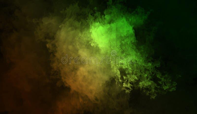 Fond abstrait de fumée de mystère Les recouvrements jaunes et verts donnent au brouillard une consistance rugueuse photo libre de droits
