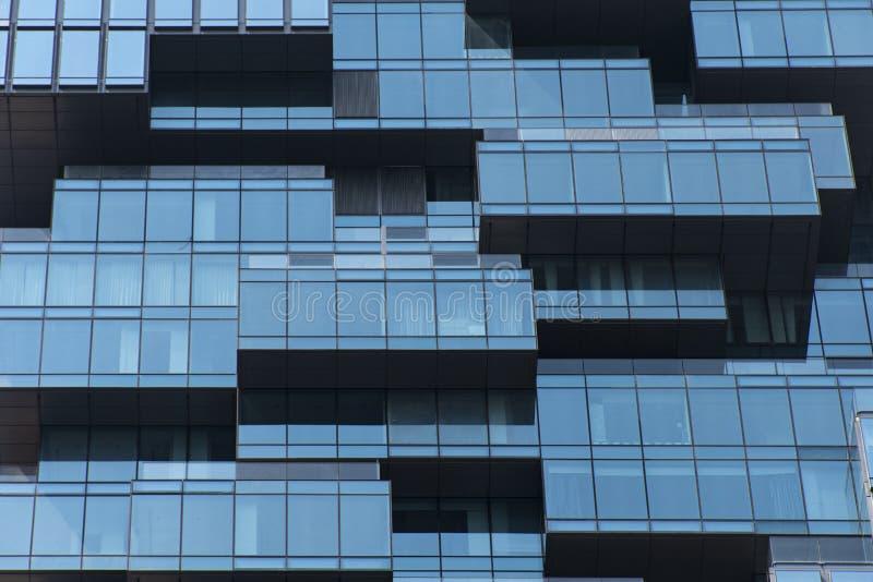 Fond abstrait de l'immeuble de bureaux au district des affaires photo stock