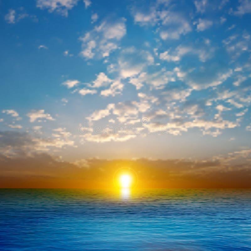 Fond abstrait de nature avec le coucher du soleil de mer illustration stock