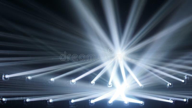 Fond abstrait de tache floue projecteurs rayons se reliants de fond clair images libres de droits