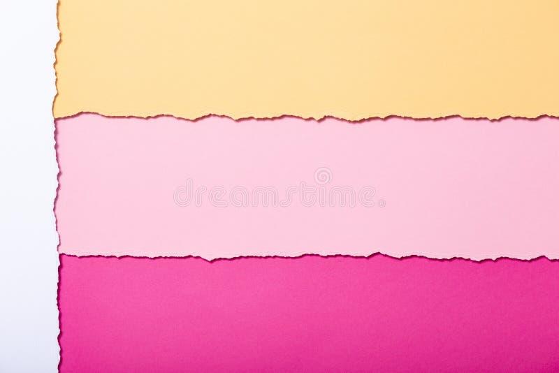 Fond abstrait des rayures multicolores du carton déchiré, de la vue supérieure, bons pour écrire des rappels, bureau de concept e illustration de vecteur