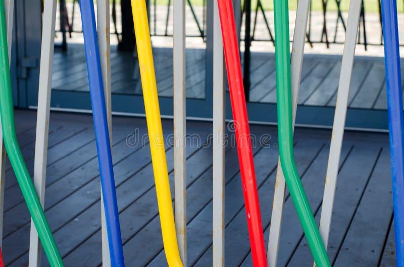 Fond abstrait des tuyaux colorés C'est barrière colorée image libre de droits