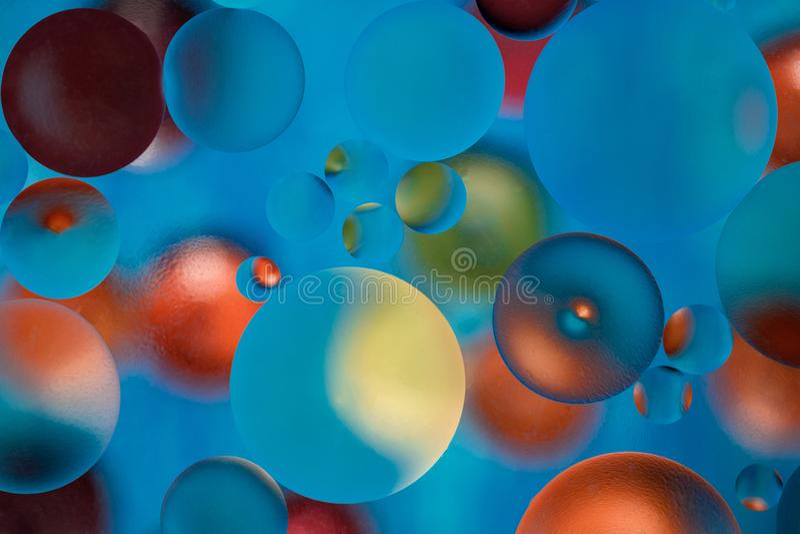 Fond abstrait multicolore avec des baisses d'huile dans l'eau photo stock