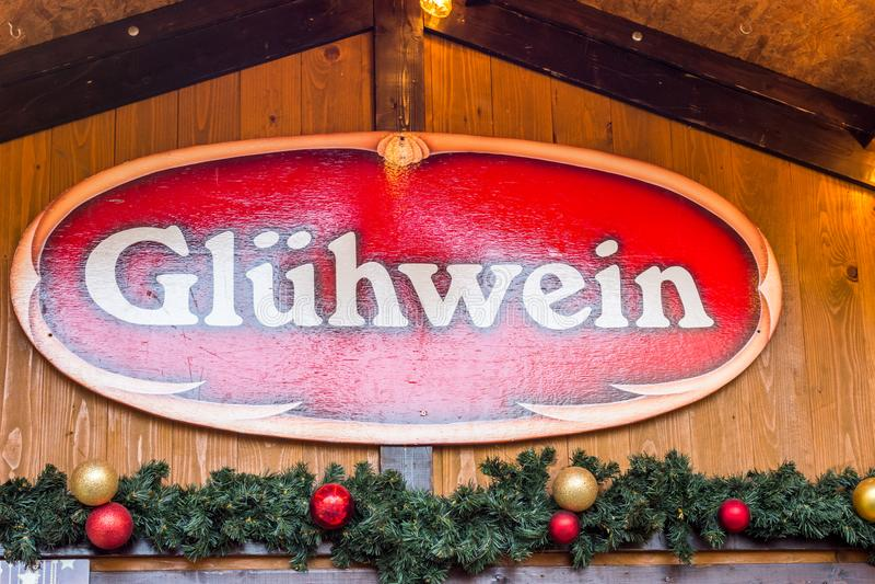 Fond allemand de Noël de Gluehwein de label de signe de stalle du marché photos stock