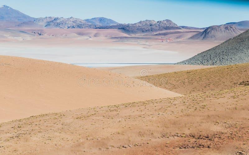 Fond avec le paysage stérile de désert dans le Bolivien les Andes, dans la réserve naturelle Edoardo Avaroa photo stock