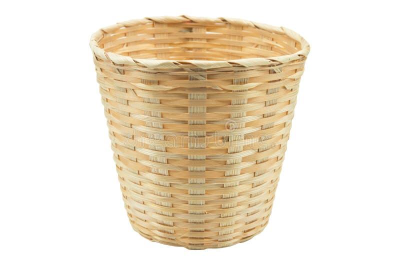 Fond blanc d'isolement par panier en bambou photos stock
