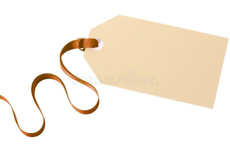 Fond blanc d'isolement par ruban d'or de label d'étiquette de cadeau photo stock