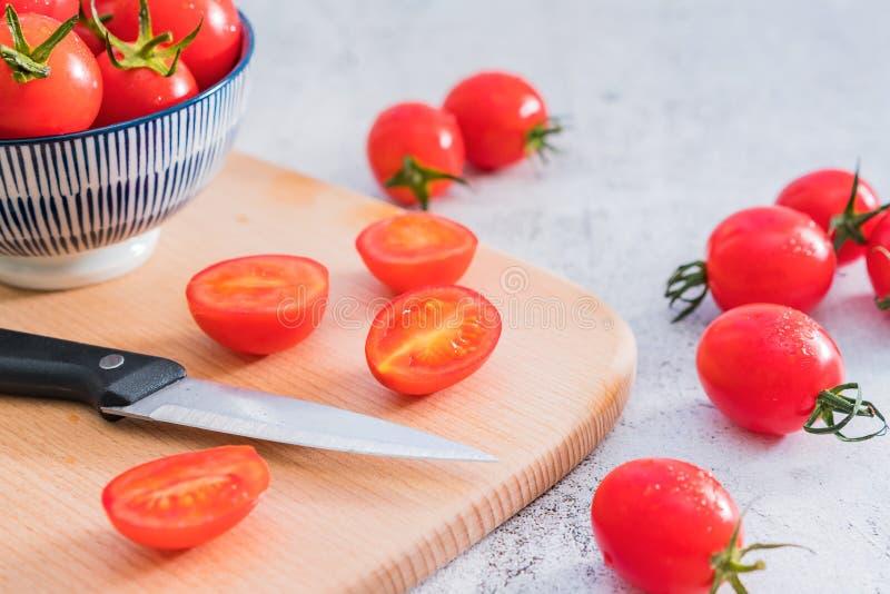 Fond blanc frais de Cherry Tomatoes One Night Under photo libre de droits