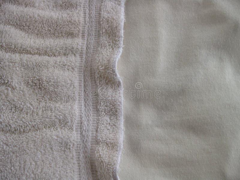 Fond blanc horizontal de tissu avec des textures douces et nubby et espace pour la copie photographie stock