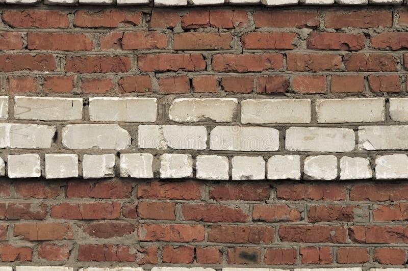 Fond blanc rouge de mur Texture horizontale de vieux mur de briques sale Contexte de Brickwall Papier peint de Stonewall Mur de c photos libres de droits