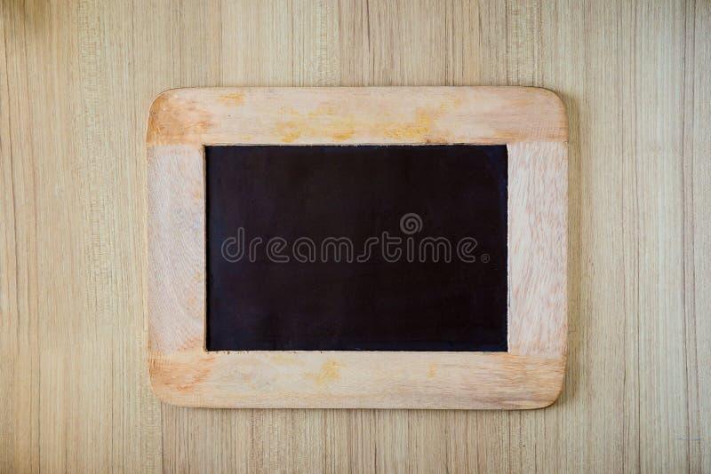 Fond/blanc vides de panneau de craie Fond de tableau noir photographie stock libre de droits