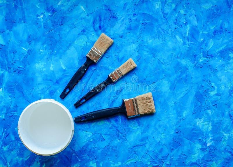 Fond bleu avec des brosses image libre de droits