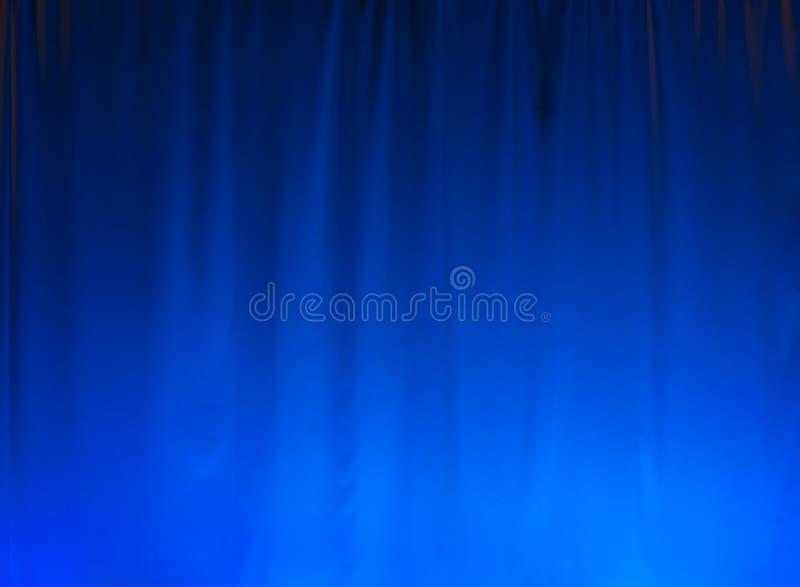 Fond bleu de rideau images libres de droits