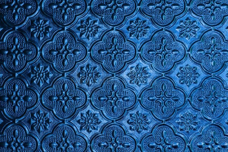 Fond bleu de verre de fenêtre dans la maison thaïlandaise de style photo stock