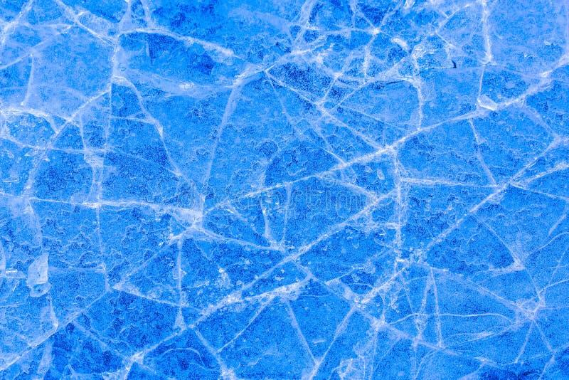 Fond bleu lumineux de texture de glace criquée photographie stock libre de droits
