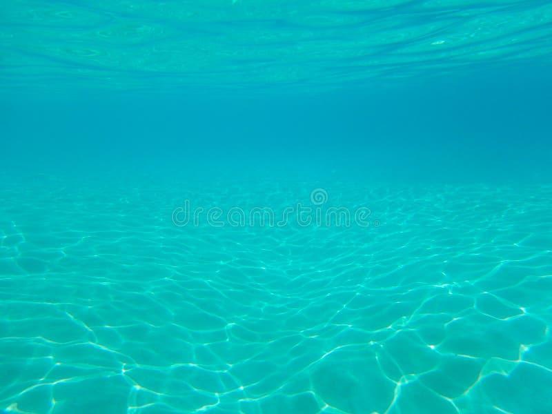 Fond bleu tropical d'eau du fond d'océan - modèle de luxe de nature photos stock
