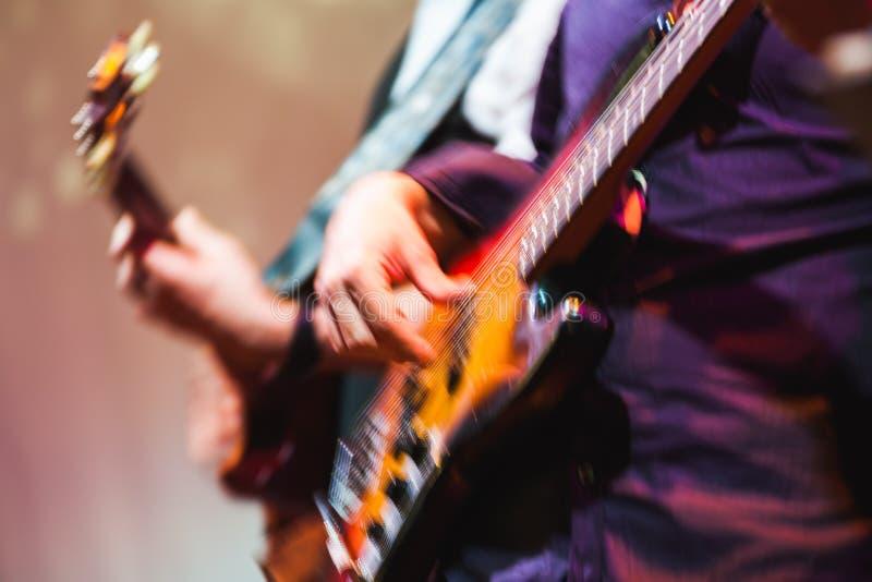 Fond brouillé coloré de musique rock, guitare images stock