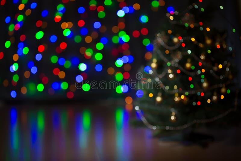 Fond brouillé d'arbre de Noël photos stock