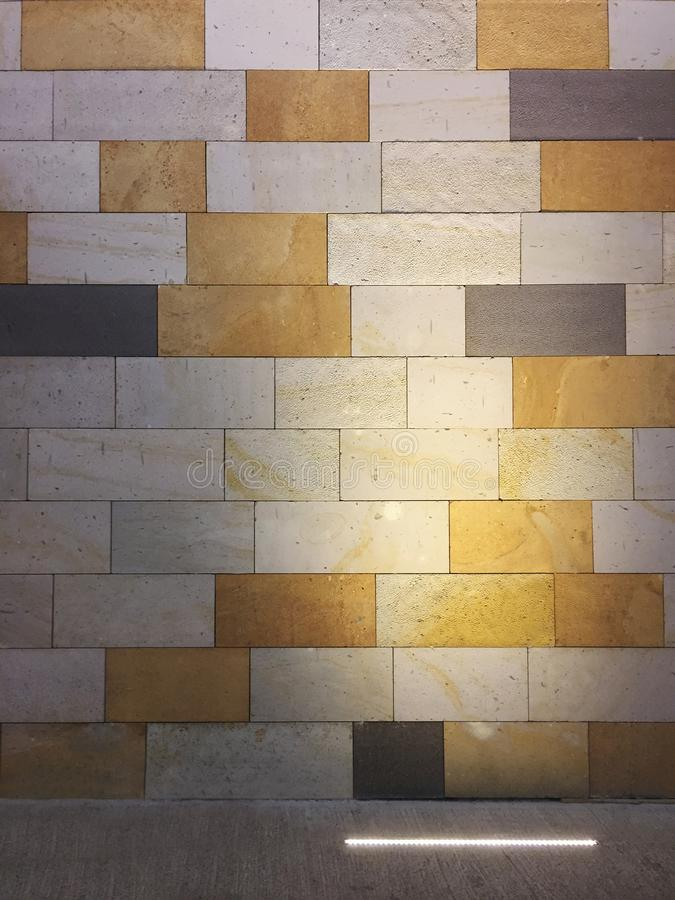 Fond carrelé coloré multi lumineux de mur photographie stock