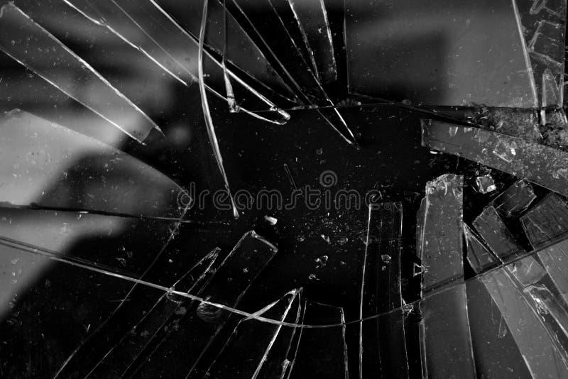 Fond cassé de texture en verre en noir et blanc avec beaucoup de morceaux et de pièces brisées Photo dénommée d'actions utile pou image stock