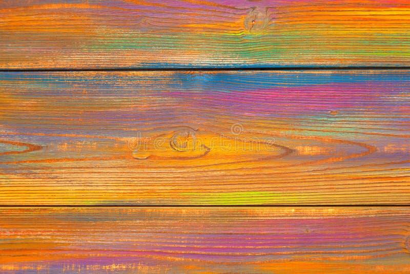 Fond chiné lumineux et coloré Couleurs peintes par fond en bois La texture du bois photos libres de droits