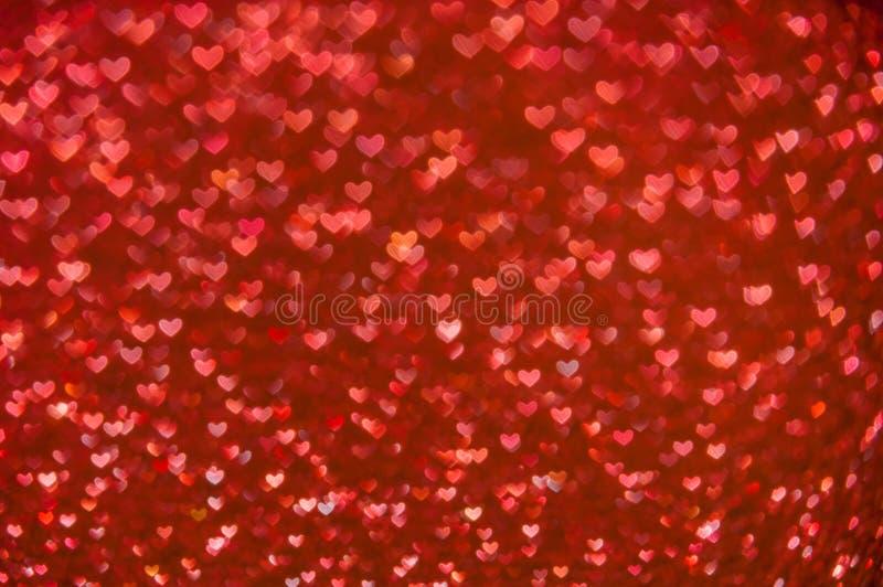 Fond clair de coeurs rouges abstraits Defocused images stock