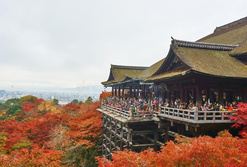 Fond coloré d'érable d'automne au temple de Kiyomizu-Dera image stock