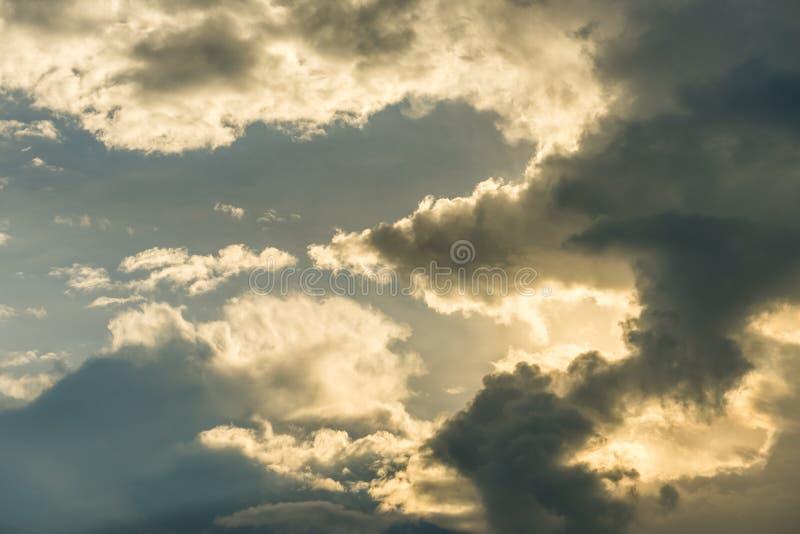 Fond coloré de ciel photos stock