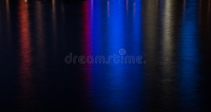 Fond coloré de l'eau des lumières de ville image libre de droits