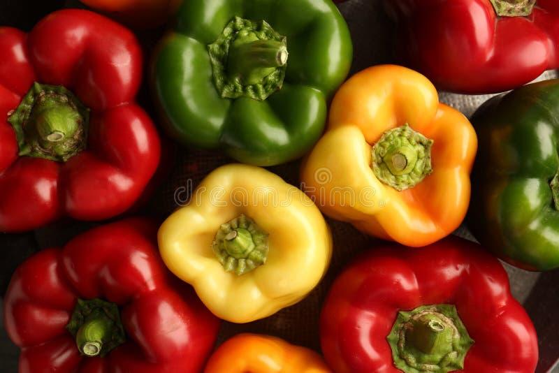 Fond coloré de paprikas images stock