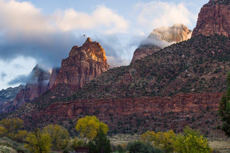 Fond coloré de paysage images stock