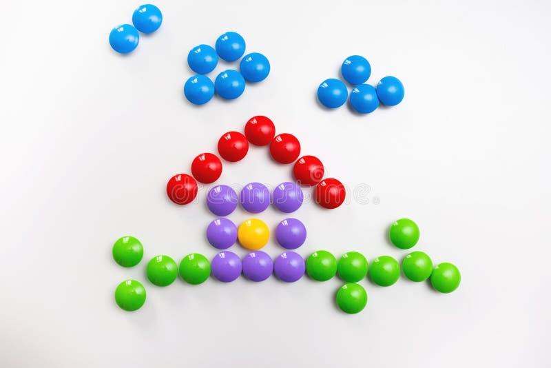 Fond color? des jouets des enfants avec l'espace pour le texte Configuration plate, vue sup?rieure photographie stock