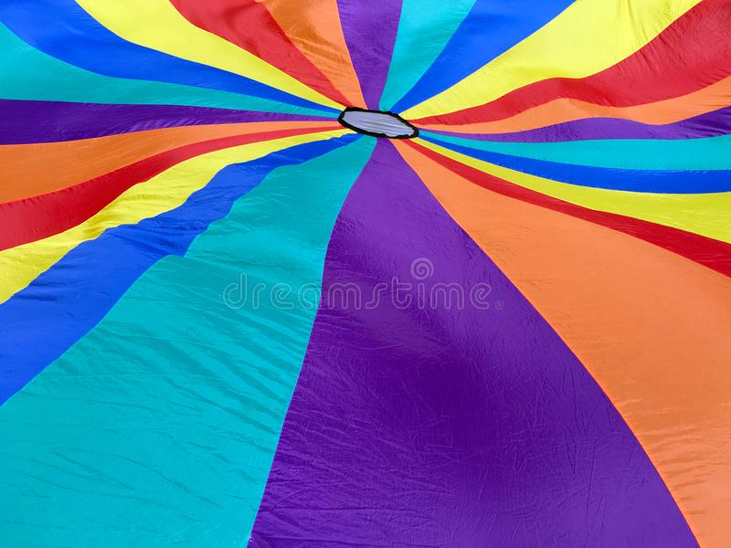Fond coloré et lumineux de parachute photo libre de droits