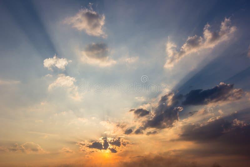 Download Fond Coloré Lumineux De Coucher Du Soleil Image stock - Image du lumière, ozone: 77162285