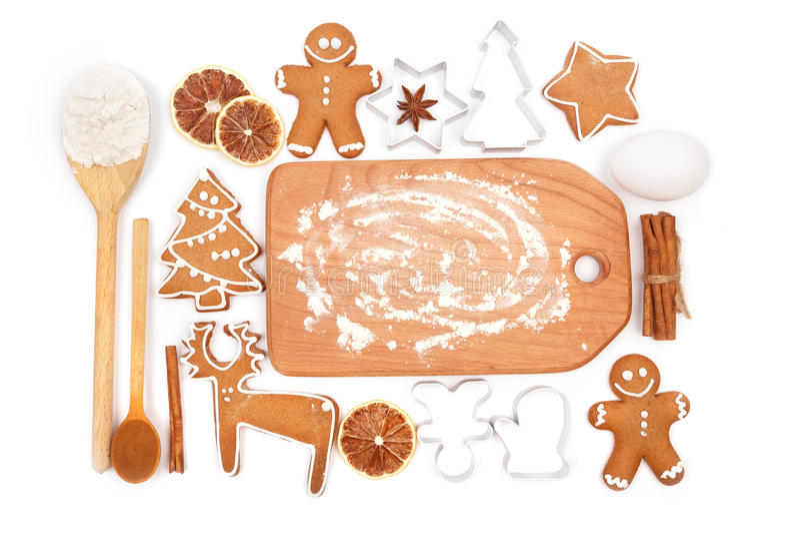 Fond créatif de cuisson d'horaire d'hiver Ustensiles et ingrédients de cuisine pour les biscuits faits maison de pain d'épice de  photographie stock libre de droits
