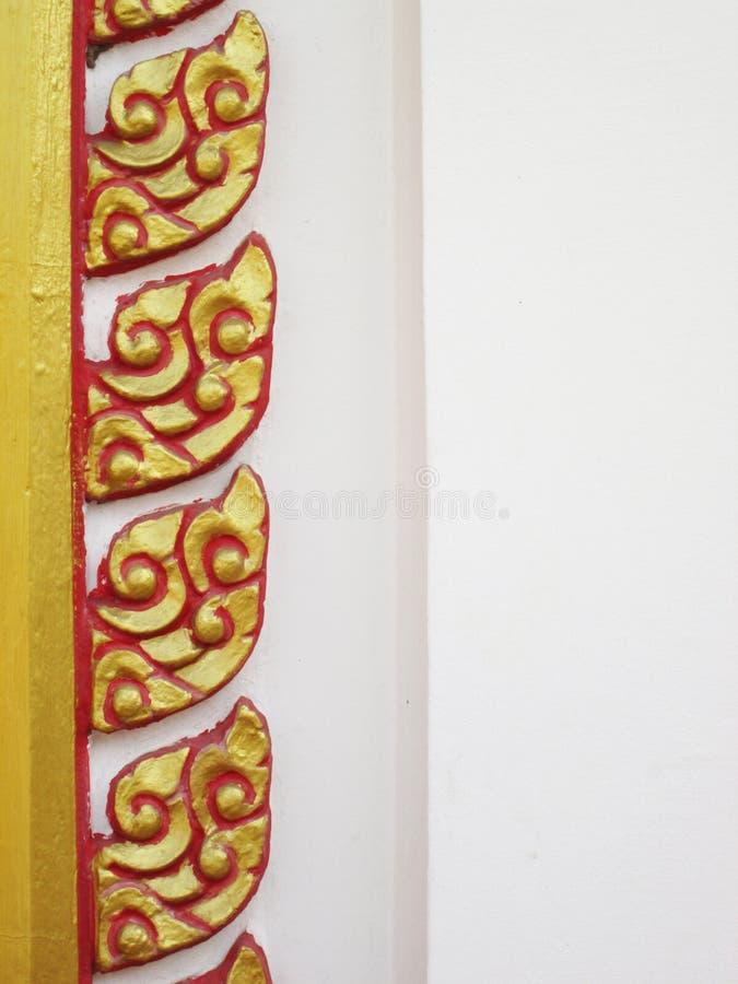 Fond décoratif de modèle thaïlandais traditionnel de style dans le temple, Thaïlande photo stock