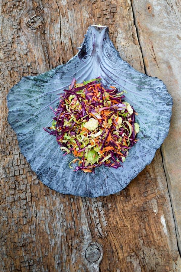 Download Fond D'aliments Diététiques : Salade Végétale Avec Le Chou Rouge Et Le Br Image stock - Image du plaque, gruau: 45371373