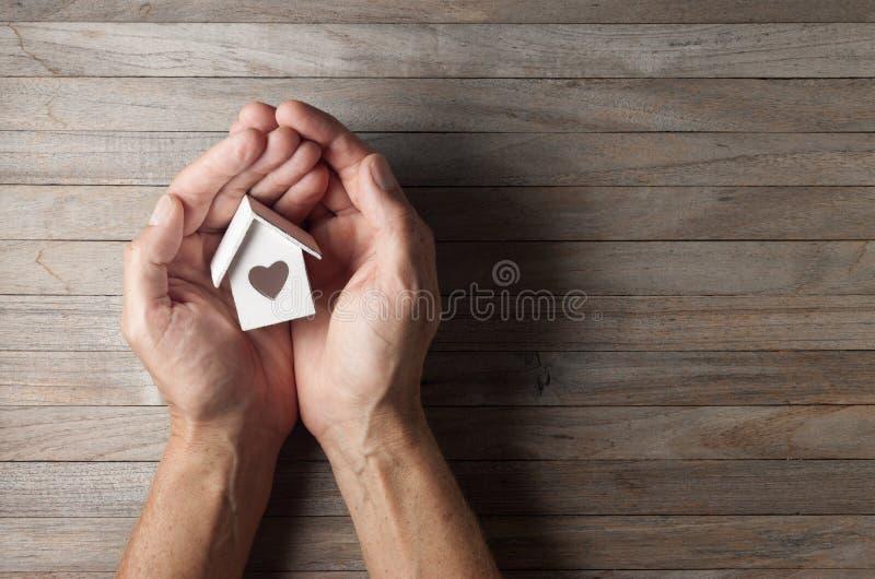 Fond d'amour de maison de Chambre de mains photographie stock libre de droits