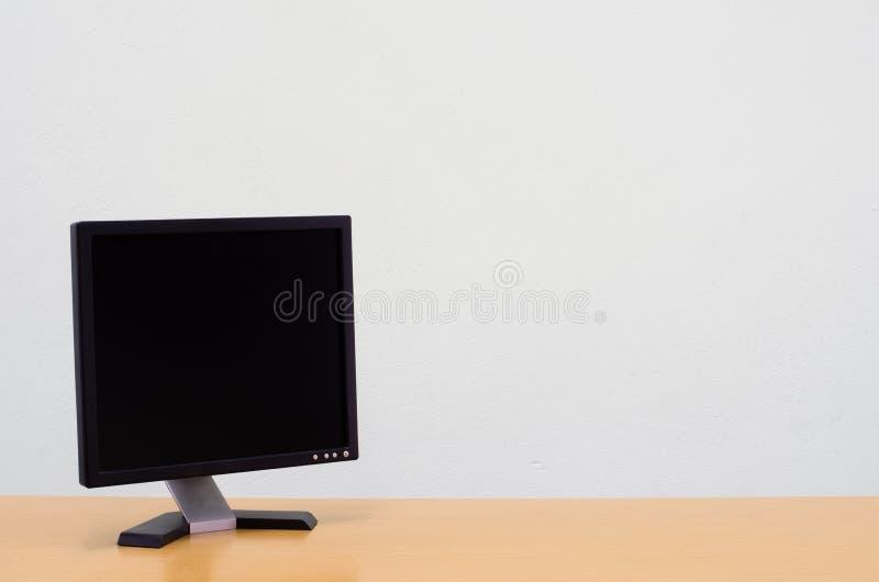 Fond d'espace de travail, écran d'ordinateur blanc vide, écran de moniteur images libres de droits