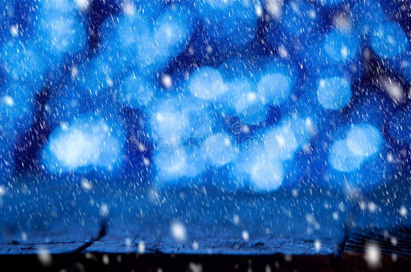 Fond d'hiver avec la chute de neige photo libre de droits
