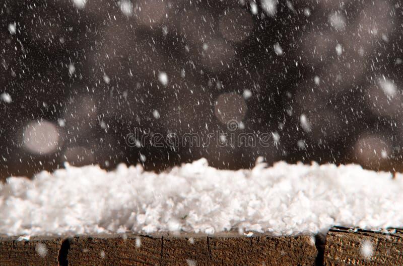 Fond d'hiver avec la chute de neige photos stock